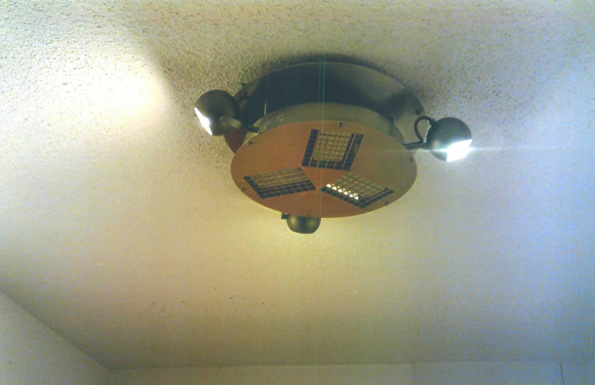 """Das erste beleuchtete """"Ufo"""" hängt seit letzter Woche im Vogelsberg"""